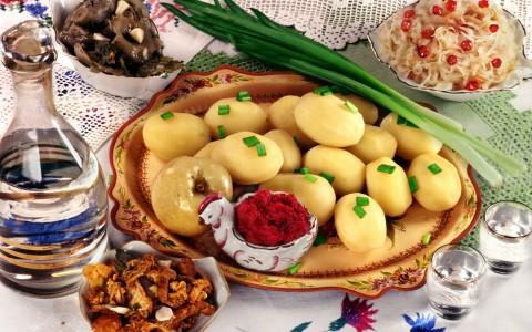 еда-картофель-грибы-лук- водка