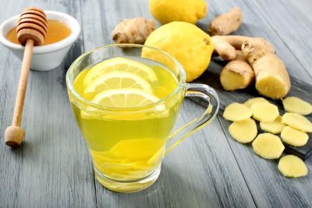 the' con ginger e limone colore giallo