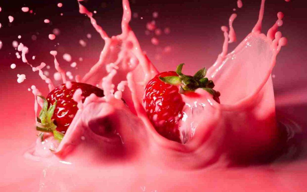 молоко и ягоды
