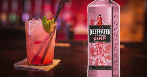 3 простых напитка с розовым клубничным джином. Как и с чем пить розовый джин!