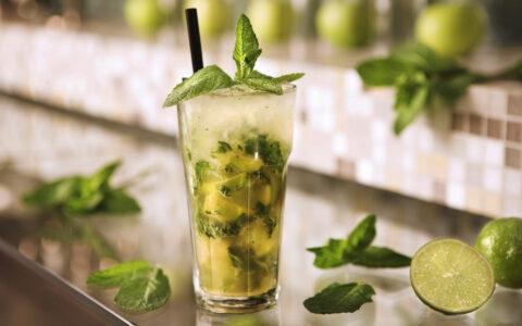 ЦАЙПИРОСКА - рецепт напитка с лаймом и тростниковым сахаром.