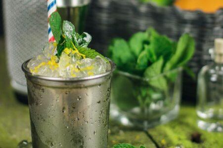 Рецепт мятного джулепа - напиток с виски