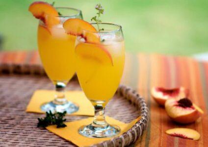 Беллини - освежающий женский напиток с персиками.