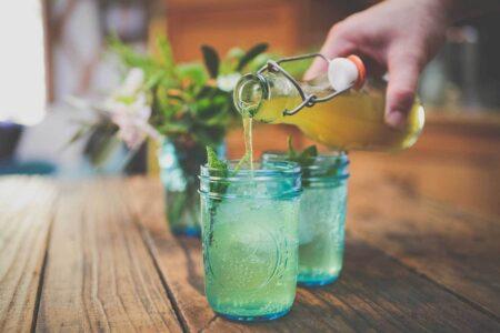 Любовь ревеня - рецепт напитка с ревенем и джином.