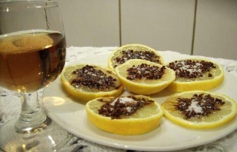Рюмка водки с цитрусовыми
