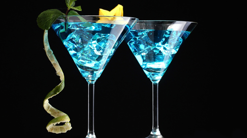 Blue Lagoon - голубая лагуна, напиток с голубым курако и водкой