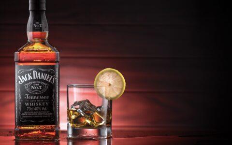 The Hangover - крепкий напиток с виски для мальчишника.
