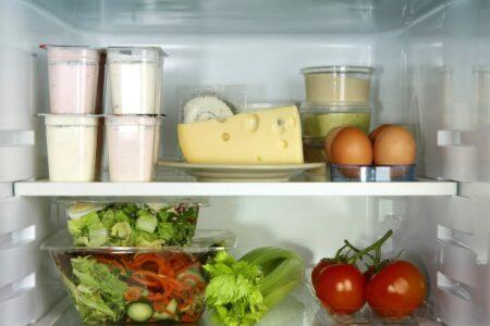 Остатки еды в холодильнике могут нанести вред. Быть осторожными.