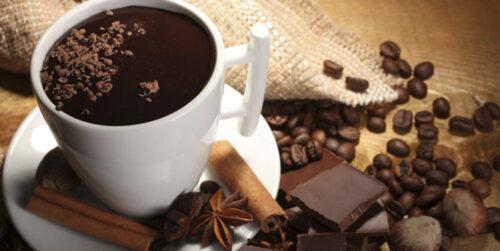 Горячий шоколад с домашними орехами