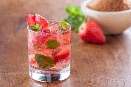 Strawberry Bliss - напиток с ромом и клубникой