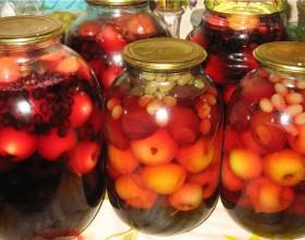 kompot из vinograda и jablok